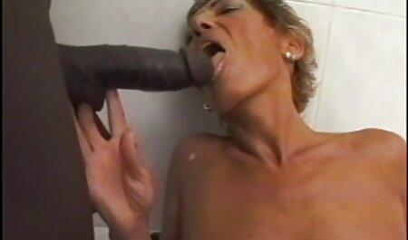 Piscina pulizia di una nonne e giovani porno ragazza.