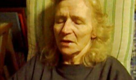 Attraenti donne nere con i video porno nonne anale capelli castani nella vagina.